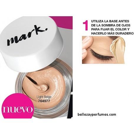 Utiliza la base para sombra antes de la sombra para que el color dure más.